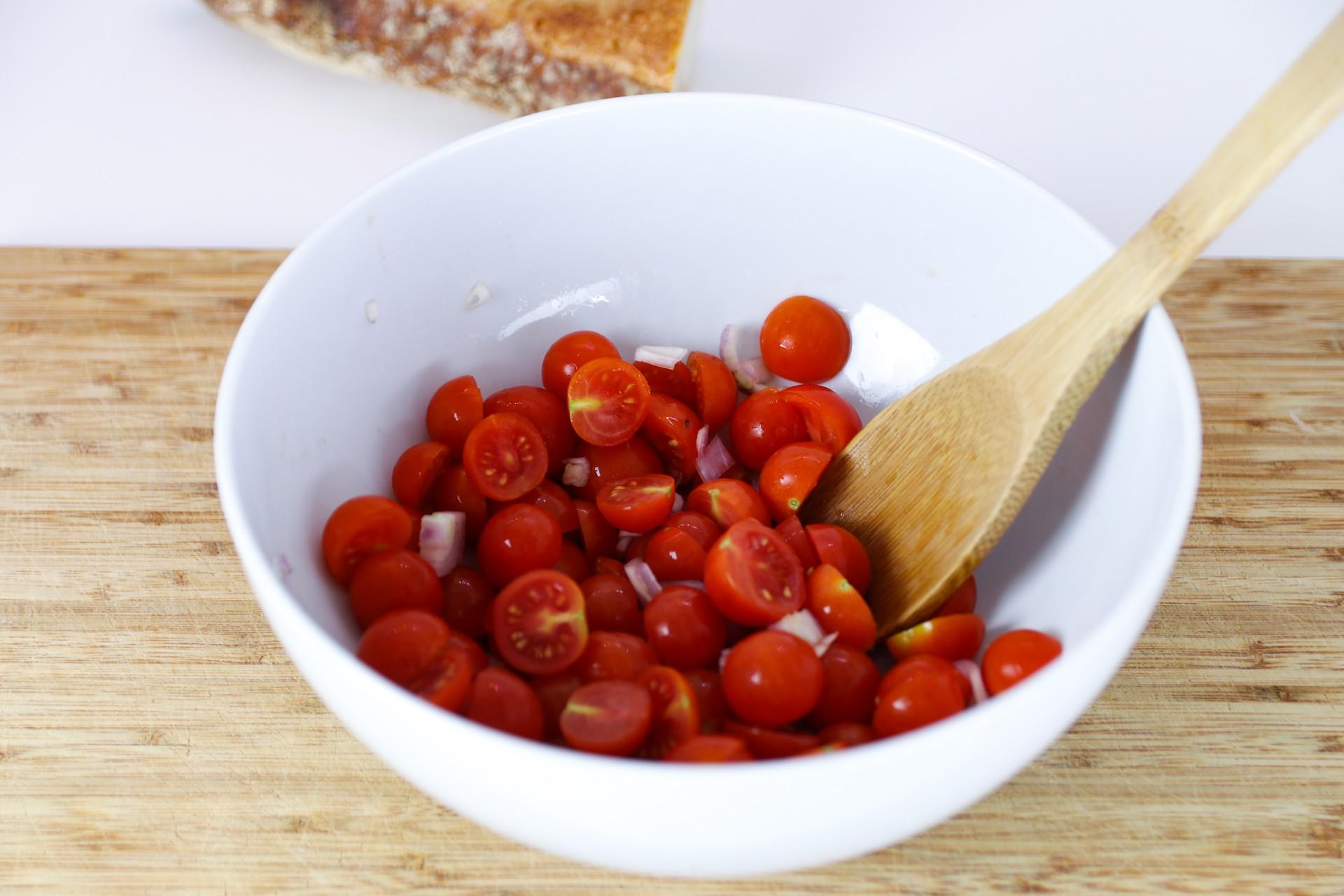 Rezept für einen leckeren Tomaten-Brot-Salat 2